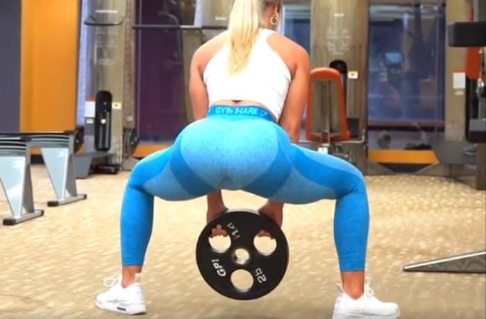 Sumo squat Ashleigh Jordan